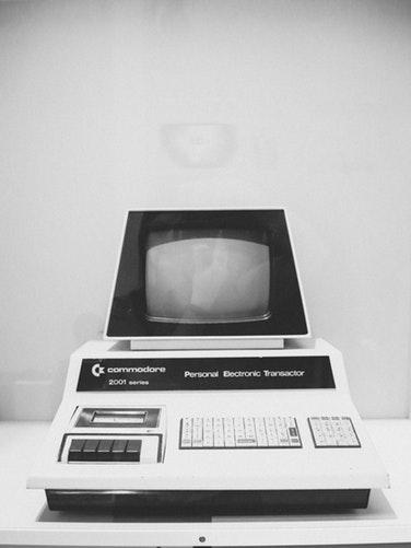 photo 1526994108783 48cefc4b9615 - Ereignisreiche Daten in der Geschichte, die zum Computer führten, wie wir ihn heute kennen.