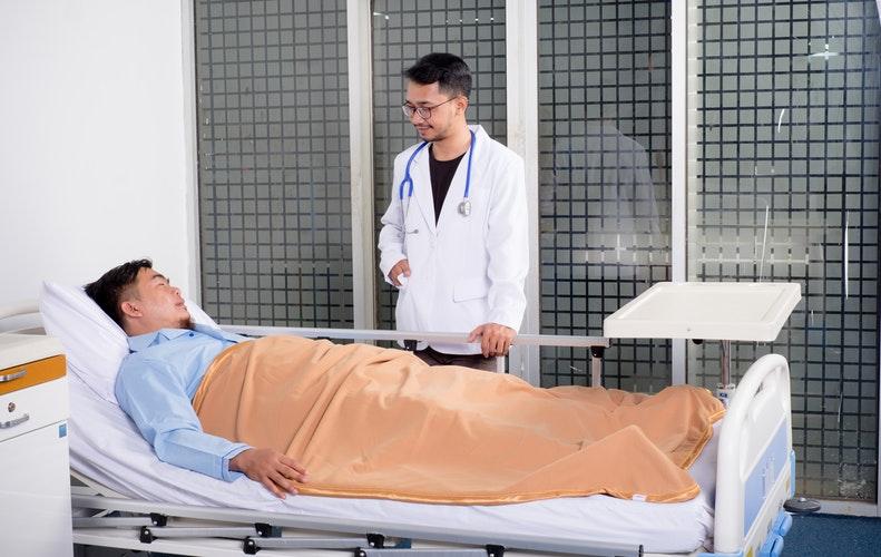 photo 1538043224072 a1cb7a1122f4 - Die vielen verschiedenen Möglichkeiten, wie die Informatik die tägliche Versorgung der Patienten verbessert