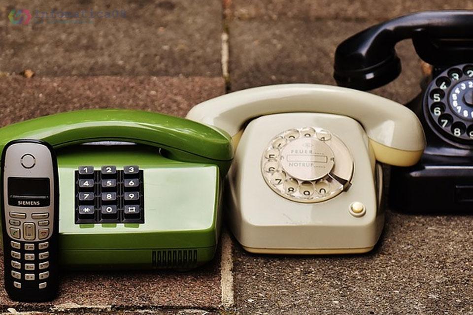 Die Entwicklung des Telefons vom ersten Flüssigkeitstransmitter bis zu den allgegenwärtigen mobilen Geräten. - Die Entwicklung des Telefons vom ersten Flüssigkeitstransmitter bis zu den allgegenwärtigen mobilen Geräten.